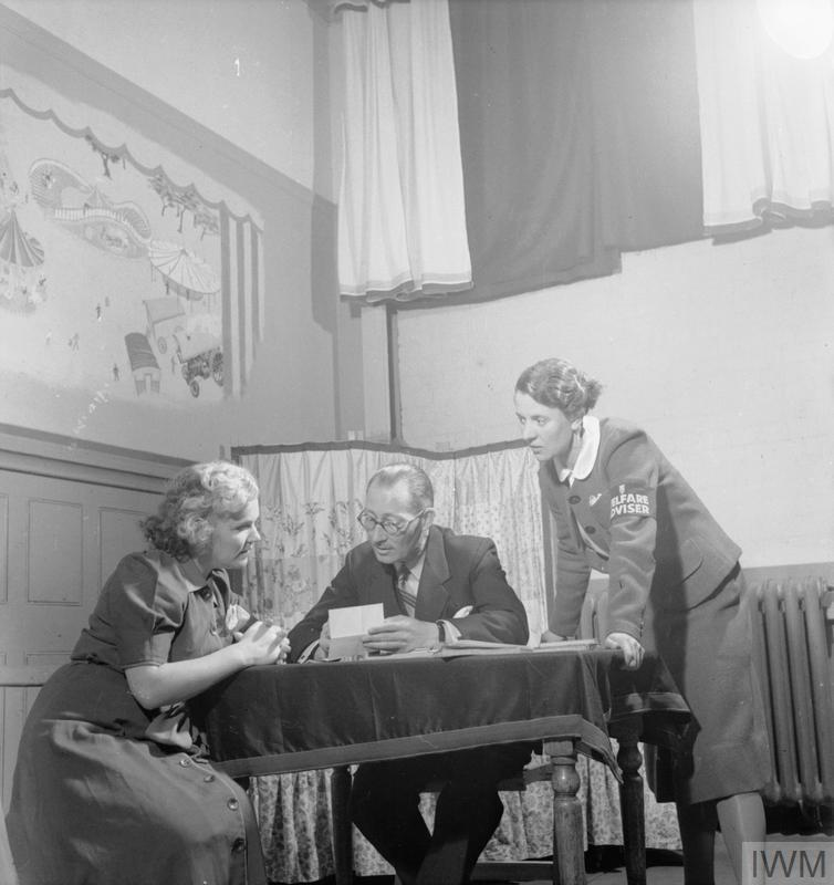 CIVIL DEFENCE AND WELFARE SERVICES IN WARTIME BRITAIN: THE WORK OF THE REST CENTRE, 1942