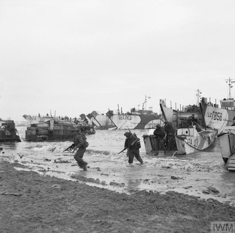 Commandos of 47 (RM) Commando coming ashore on Jig Green beach, Gold area, 6 June 1944.