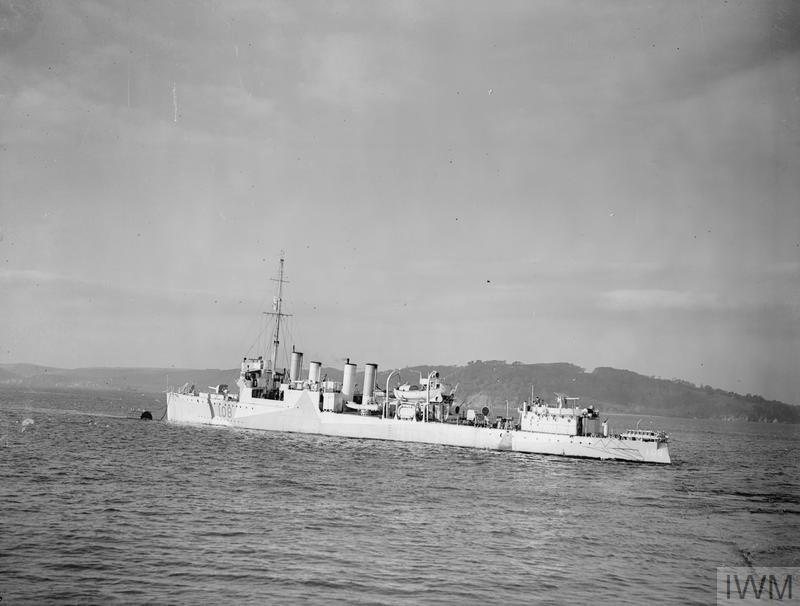 HMS BRIGHTON, BRITISH TOWN CLASS DESTROYER. 1940. SHE IS AN EX-USA DESTROYER (USS COWELL) ACQUIRED THROUGH THE LEND-LEASE AGREEMENT WITH THE UNITED STATES. SHOWN AFTER HER REFIT.