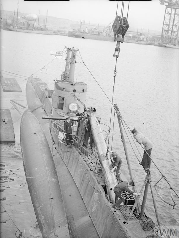 HM SUBMARINE SNAPPER GOES OUT ON TORPEDO FIRING PRACTICE. 1940, ON SHORE AND ON BOARD THE TARGET SHIP. THE TORPEDOES BEING READIED FOR THE PRACTICE.