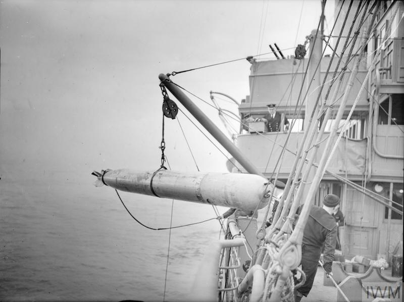 HM SUBMARINE SNAPPER GOES OUT ON TORPEDO FIRING PRACTICE. 1940, ON SHORE AND ON BOARD THE TARGET SHIP. AFTER THE FIRING.