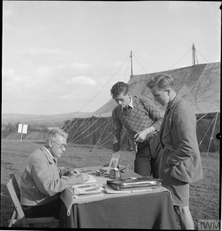 YOUTH SERVICE VOLUNTEERS HELP BRITISH FARMERS: AGRICULTURAL CAMP AT NUNNEY CATCH, SOMERSET, ENGLAND, UK, 1943