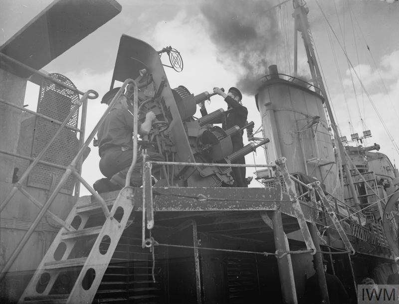 LIFE ON BOARD A DUTCH DESTROYER, HNMS ISAAC SWEERS IN THE MEDITERRANEAN. 24 DECEMBER 1941, AT ALEXANDRIA.
