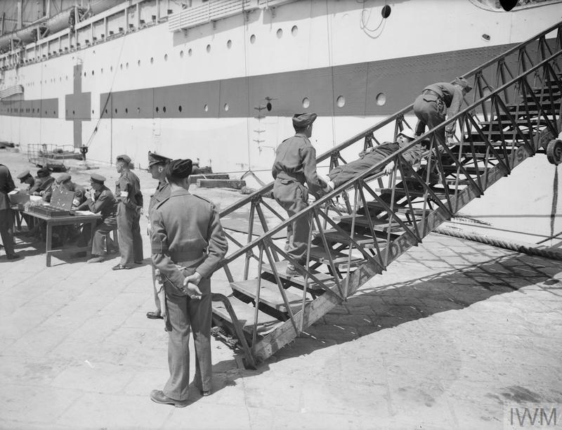 ITALIAN PRISONERS EXCHANGED FOR BRITISH, LEAVE ALEXANDRIA FOR HOME. 4 APRIL 1942, ALEXANDRIA.