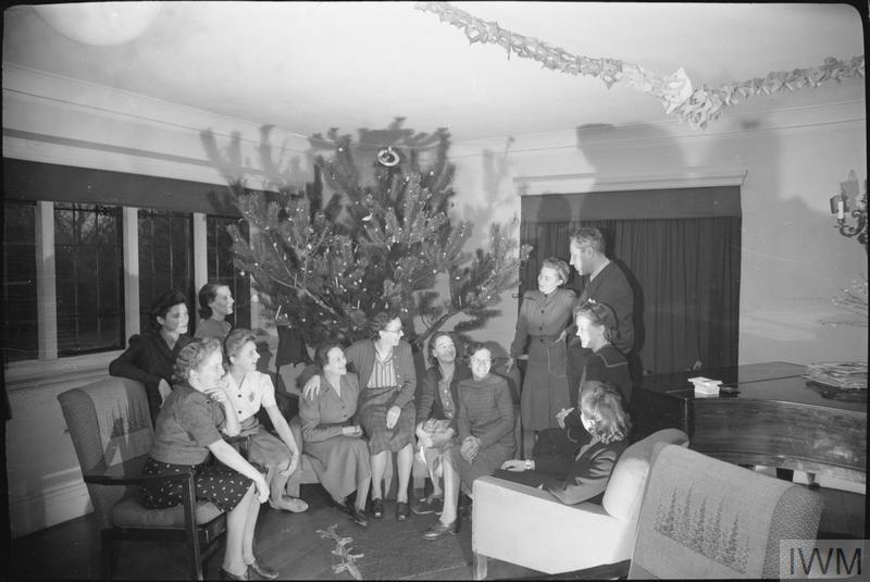 CIO OFFICIAL VISITS BRITISH LABOUR PROJECTS: WOMEN WAR WORKERS' REST BREAK HOME, TADWORTH, SURREY, ENGLAND, UK, 1944
