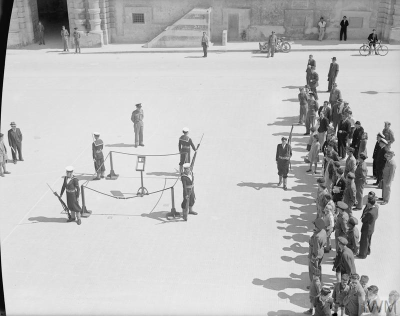 MALTA GC FIRST ANNIVERSARY. 15 APRIL 1943, VALLETTA CELEBRATES THE 1ST ANNIVERSARY CELEBRATIONS OF THE AWARD OF THE GEORGES CROSS TO MALTA BY HIS MAJESTY THE KING ON THE 15TH APRIL 1942. THE CROSS WAS CEREMONIALLY DISPLAYED IN THE PALACE SQUARE.
