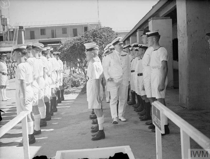 MEDITERRANEAN COMMANDER-IN-CHIEF MEETS HMS ZULU SURVIVORS. RAS-EL-TIN, 19 SEPTEMBER 1942.
