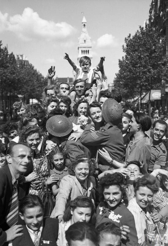 Cheering crowds greet British troops in Paris, 26 August 1944