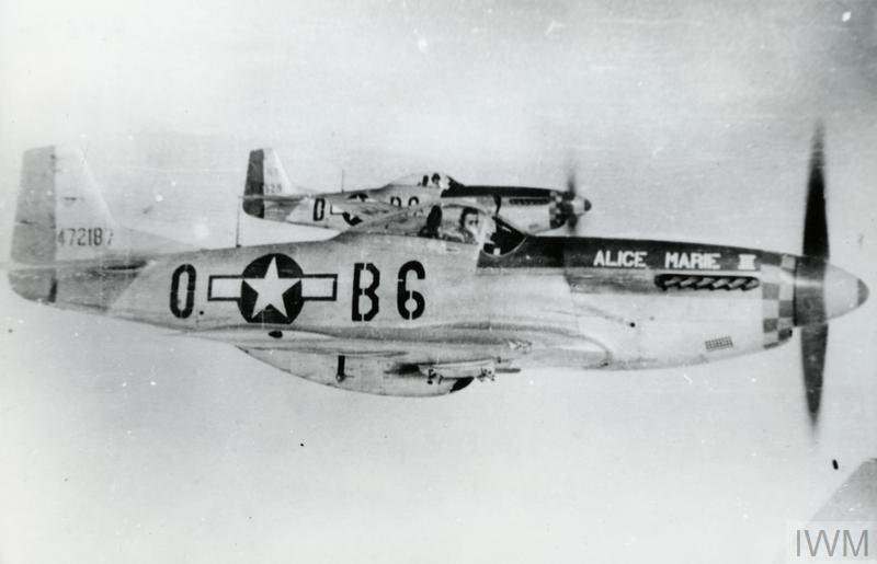 © FRE 12388 Two P-51 Mustangs of the 364th Fighter Squadron, 357th Fighter Group fly in formation.