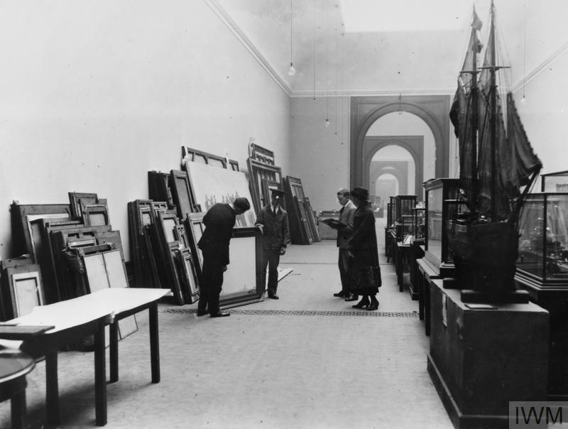 Remounting displays in the Imperial War Museum 1924