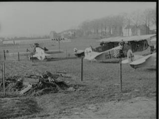 HUNS SURRENDERING BATTLEPLANES - BRITISH AIRMAN TAKES A TRIP IN A FOKKER [Main Title]