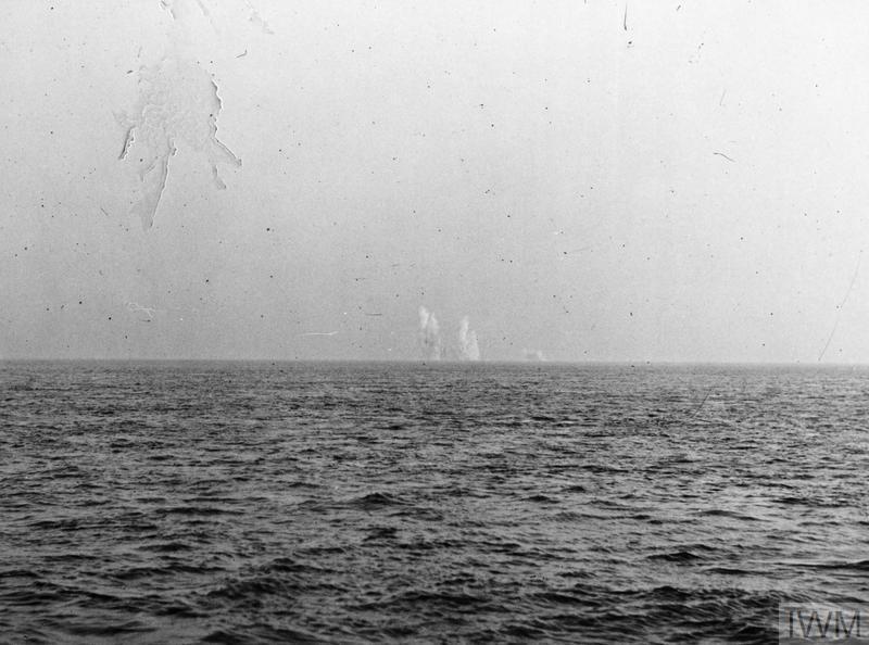 FIRING A MINEFIELD. NOVEMBER 1943, IMMINGHAM.