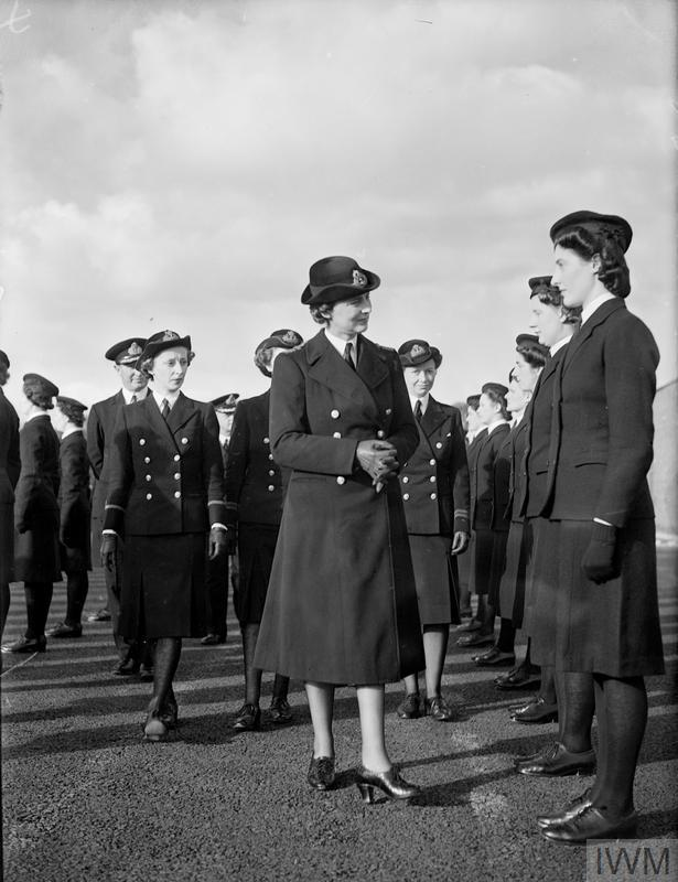 THE DUCHESS OF KENT WITH WRENS IN SCOTLAND. 21 OCTOBER, AT ROSYTH AND GRANTON NEAR EDINBURGH. DURING THE VISIT OF HRH THE DUCHESS OF KENT, COMMANDANT OF THE WRNS, TO NAVAL BASES IN SCOTLAND WHEN SHE INSPECTED MEMBERS OF THE WRNS, AND WATCHED THEM AT WORK.