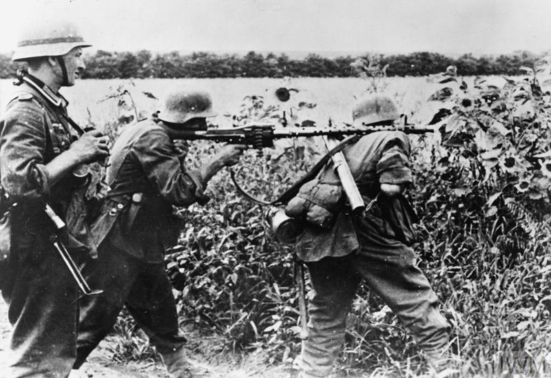 German MG34 team in action, circa 1943.