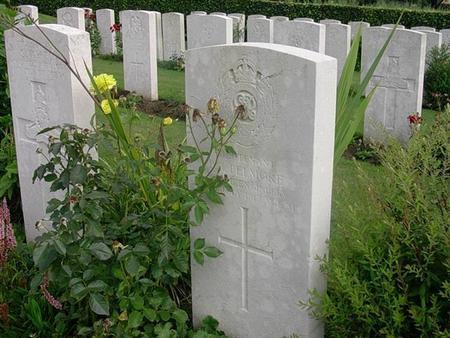 Headstone for Lt B J Pelmore