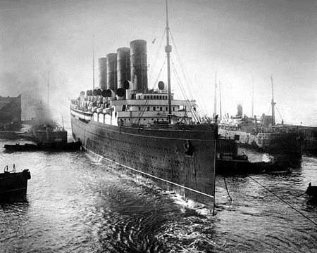 SS Mauritania entering Liverpool