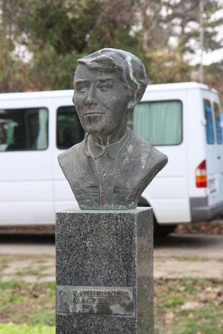 Katherine MacPhail bust in S.Kamenica (Serbia)