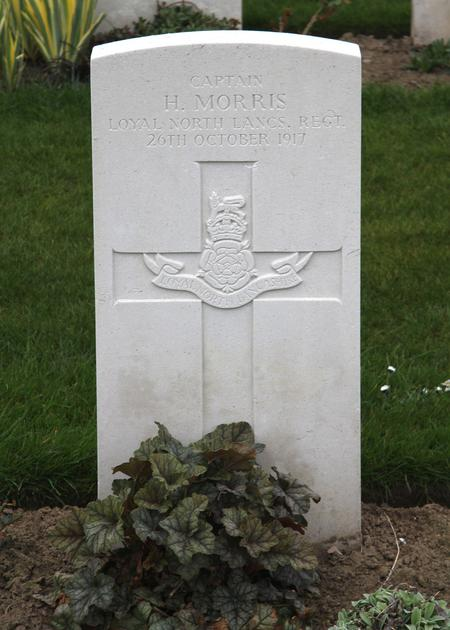 Gravestone of Captain Harry Morris
