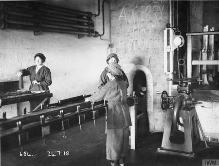 Female workers pressing cordite at Gretna