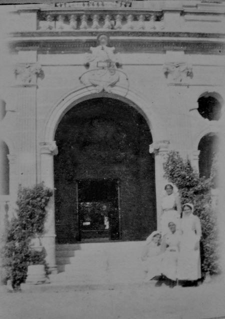 Nurses at Imtarfa Hospital, Malta, September 1916.