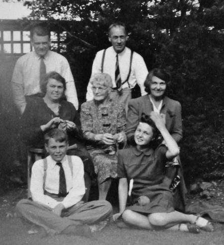 Family photograph at Sharnbrook, May 1943.
