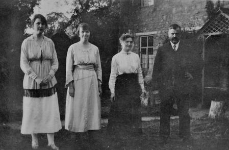 Edith Chappell and family at Lee Farm, 1920.