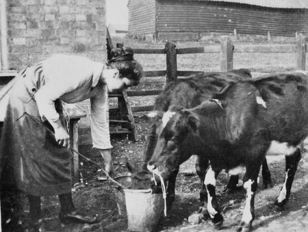 Edith Chappell at  Lee Farm, September 1920.