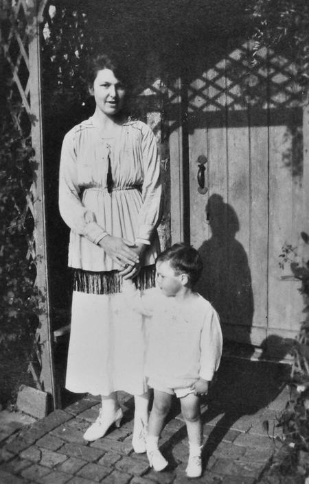 Edith & Roy Chappell at Lee Farm, September 1920.