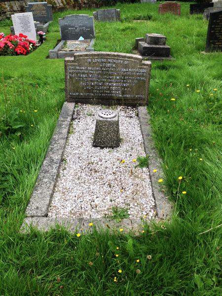 A Memorial to Lt Dodd on the grave of his parents
