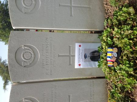 CWGC War grave with photo and medals