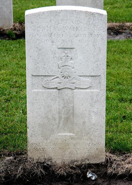 Headstone of Capt. Stanley Walker MC RFA