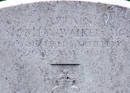 Headstone of Capt. Stanley Walker MC RFA (detail)