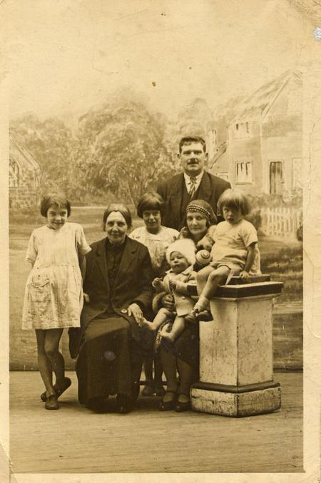 Robert and Frances with family c. 1928