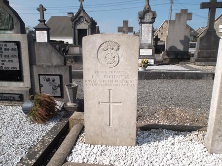 Ivor Emlyn Richards' CWGC Headstone
