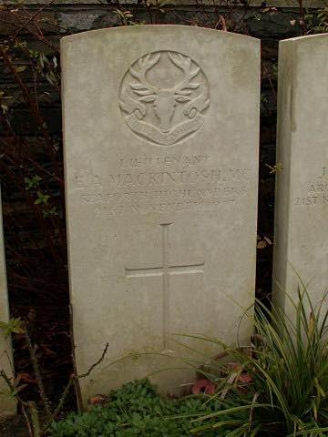 Gravestone of Lt E A Mackintosh