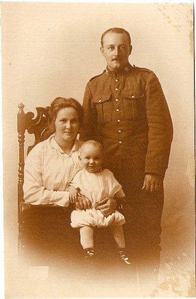 Donald Gibson, wife Emma and son Albert