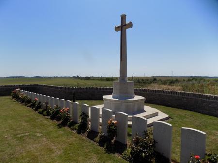Warry Copse Cemetery, Courcelles-le-Comte 1