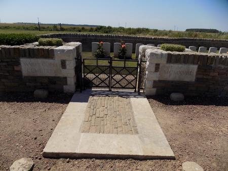Warry Copse Cemetery, Courcelles-le-Comte 3