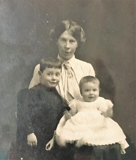Edward's wife Ellen,son Alec and daughter Edna
