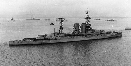 HMS Barham in 1917 (Same class as HMS Valiant)