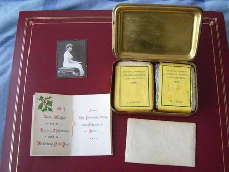 1914 Christmas Tin