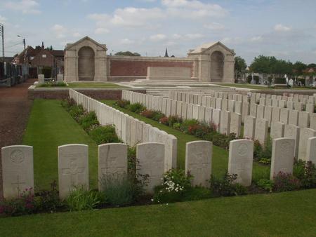 Noeux-les-Mines Communal Cemetery, Pas de Calais 2