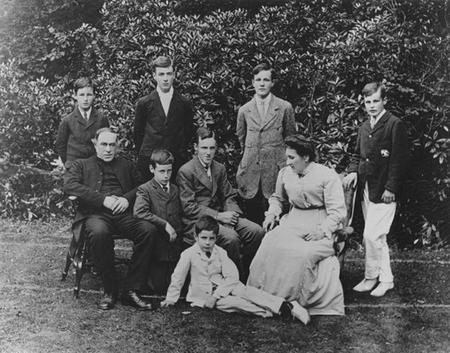 Photograph of the Grigson family, Pelynt, c. 1912