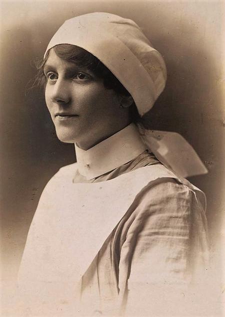Profile picture for Elizabeth Thomson