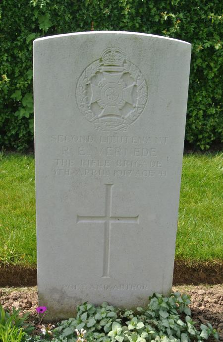 Headstone of 2nd Lt Robert E Vernede