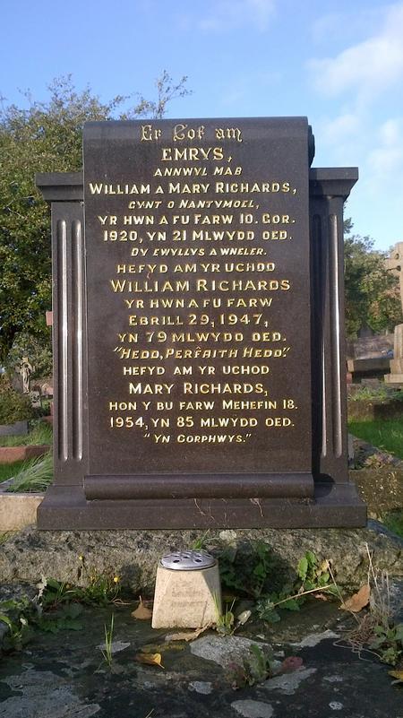 The grave of Emrys Cadivor Richards