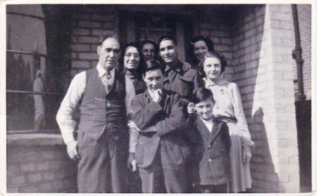 W.J.Arthur & Family 1941