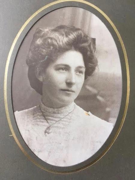 Jeannie Watt Brown who married Walter Imlah, 1917