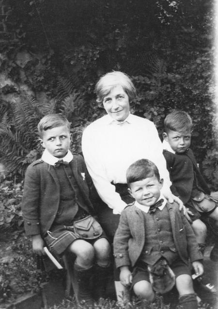 Granny Imlah and Boys, Buckie
