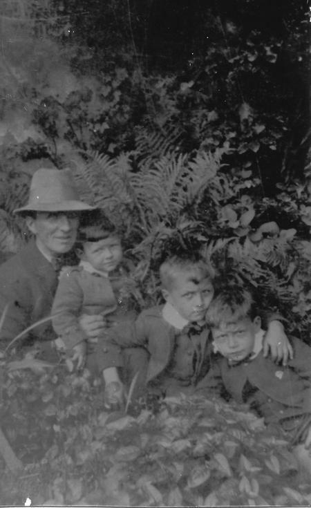 'Papa' Imlah with his 3 boys, High Street, Buckie